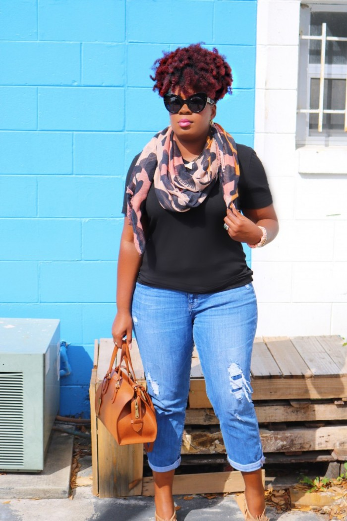 Blue Wall Orlando, Black Fashion Blogger Posing wearing boyfriend jeans and printed zara scarf